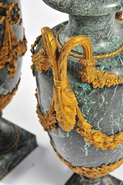 Large Pair of 19th Century Green Marble and Ormolu Urns In Good Condition For Sale In Brighton, Sussex