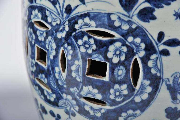 Pair of 19th Century Chinese Blue and White Garden Seats For Sale 1