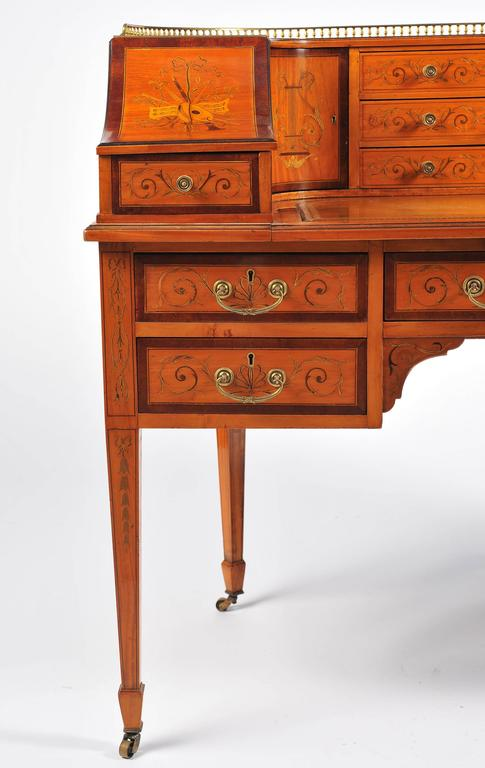 Edwardian Satinwood Carlton House Desk In Good Condition For Sale In Brighton, Sussex