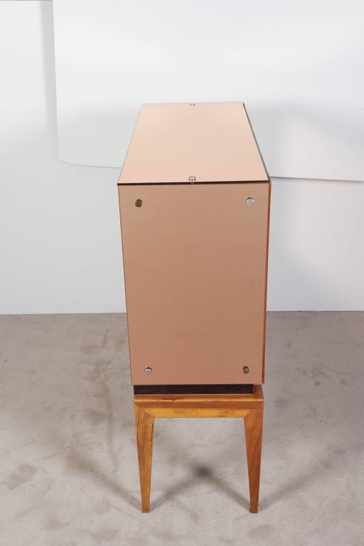 Mid-Century Modern Locking Cabinet with Rose-Tinted Mirrors For Sale 2