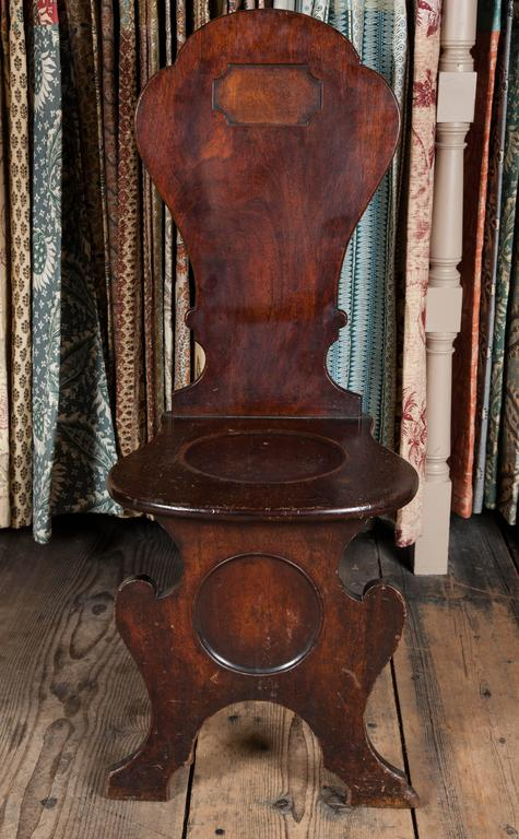 Pair of George II Mahogany Hall Chairs For Sale 1