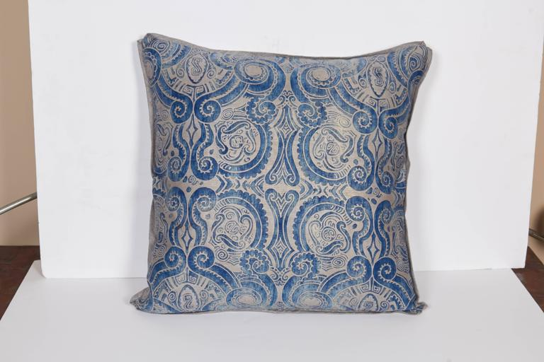 A Pair of Fortuny Fabric Cushions in the Peruviano Pattern 3