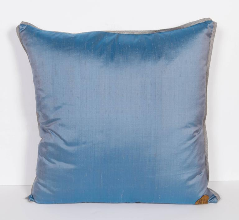 A Pair of Fortuny Fabric Cushions in the Peruviano Pattern 6