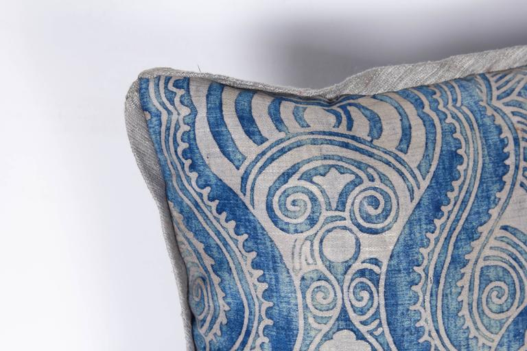 A Pair of Fortuny Fabric Lumbar Cushions in the Peruviano Pattern 4