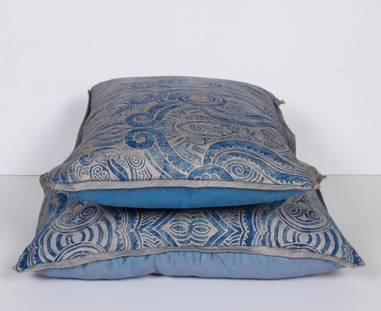A Pair of Fortuny Fabric Lumbar Cushions in the Peruviano Pattern 6