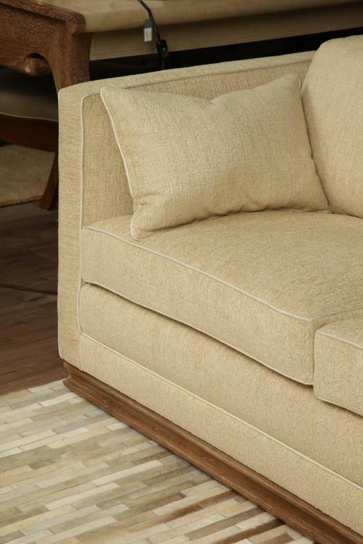 Pair of Settees In Excellent Condition For Sale In New York, NY