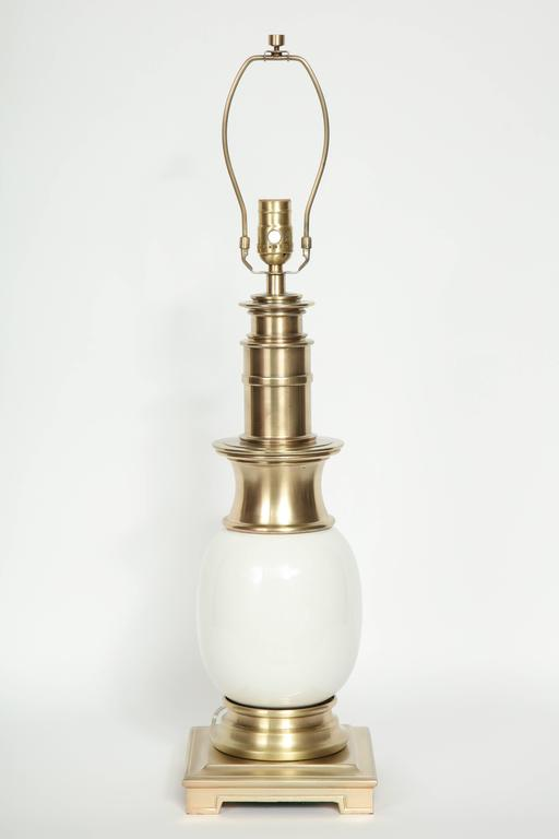 Stiffel Satin Brass and White Ceramic Lamps In Excellent Condition For Sale In New York, NY