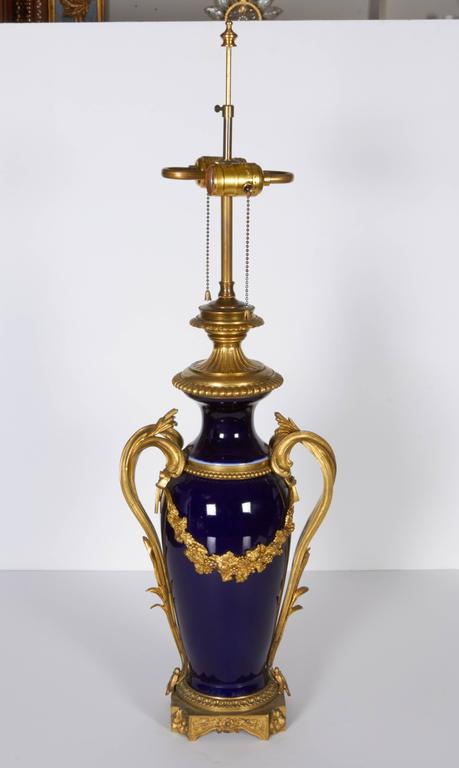Pair of Louis XVI Style Ormolu-Mounted Blue Ground Porcelain Oil Lamps In Good Condition For Sale In New York, NY