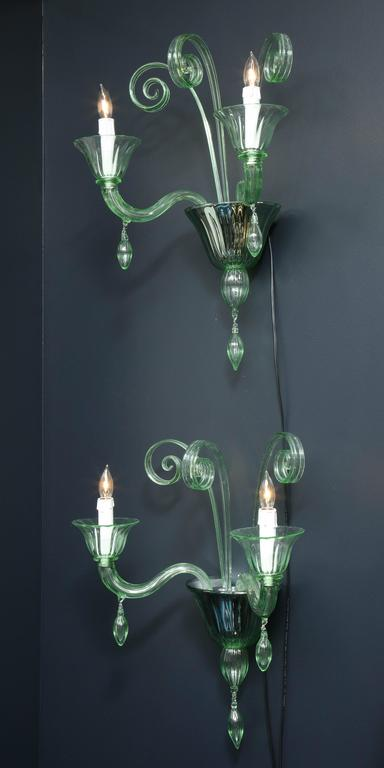 Hand-Crafted Pair of Mid-Century Green Murano Glass Sconces in the Manner of Venini For Sale