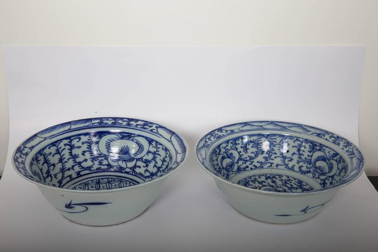 Pair of Chinese Blue and White Bowls In Excellent Condition For Sale In Southampton, NY