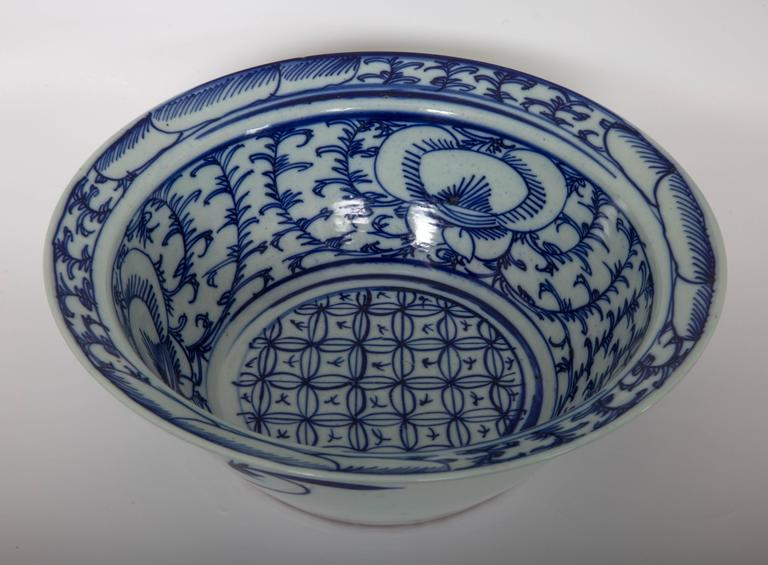 19th Century Pair of Chinese Blue and White Bowls For Sale