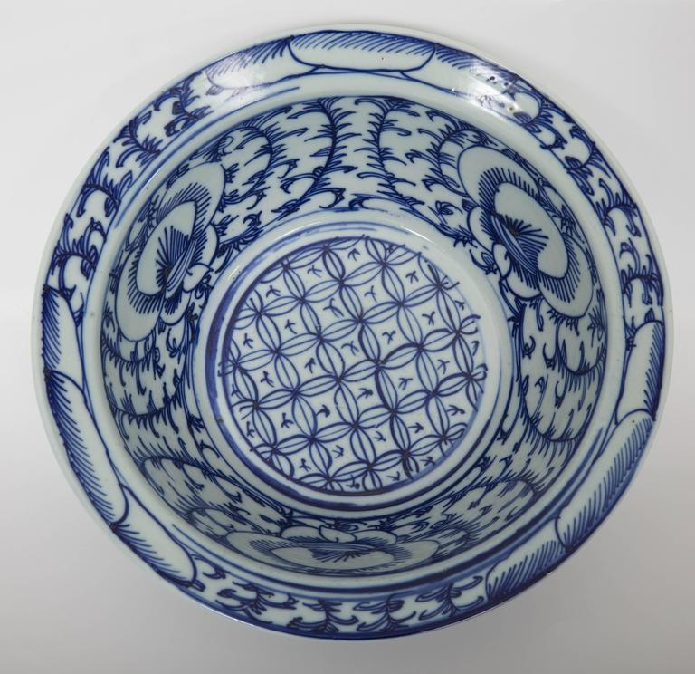 Pair of Chinese Blue and White Bowls For Sale 1