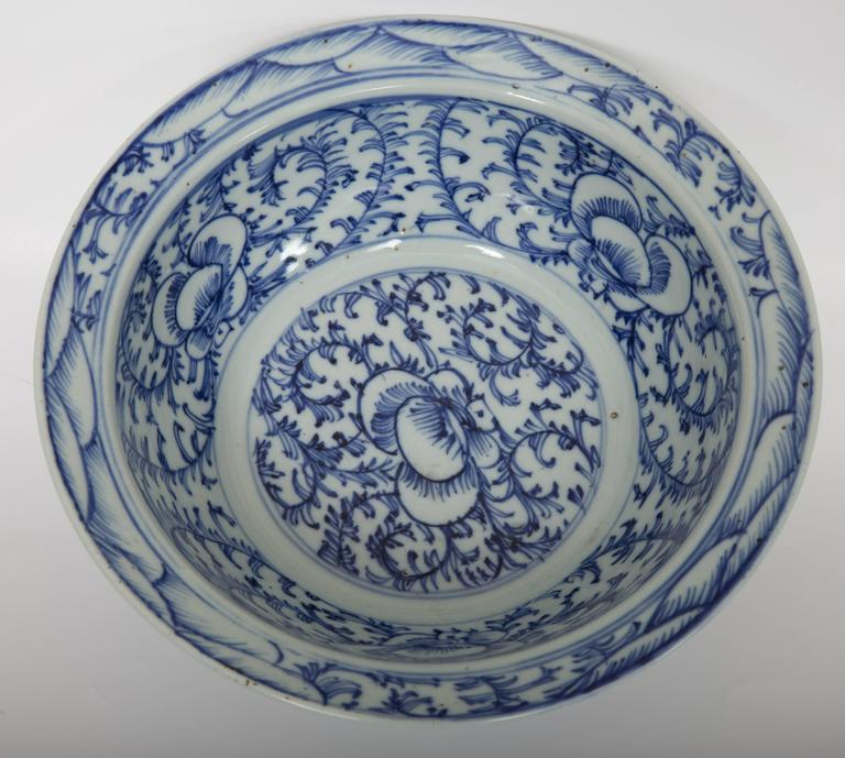 Pair of Chinese Blue and White Bowls For Sale 2
