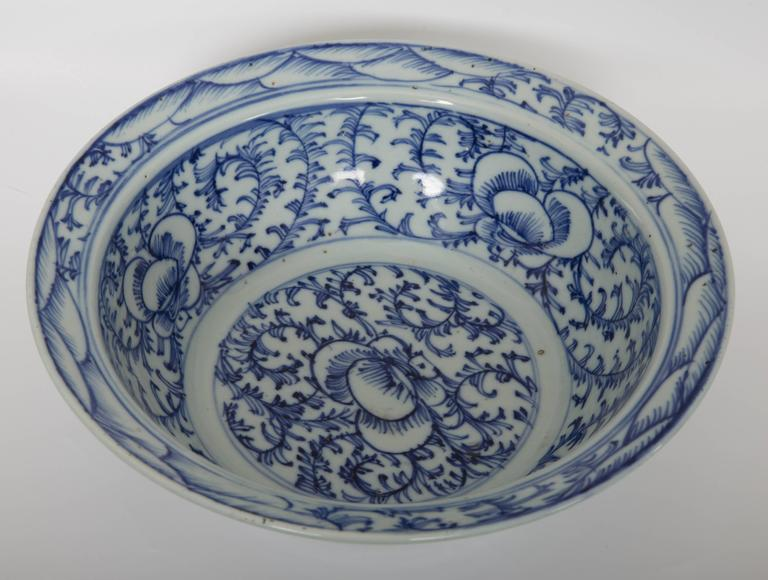 Pair of Chinese Blue and White Bowls For Sale 3