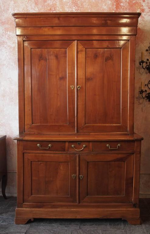Very fine antique French fruitwood buffet-a-deux-corps, Louis Philippe, circa 1840.