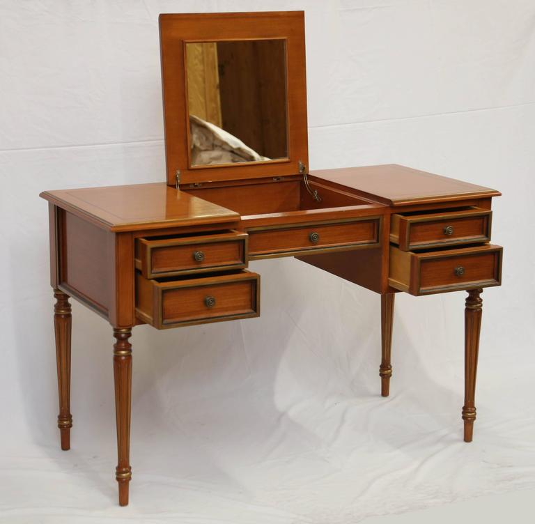 Julia Gray Maple Desk or Dressing Table In Good Condition For Sale In New York, NY