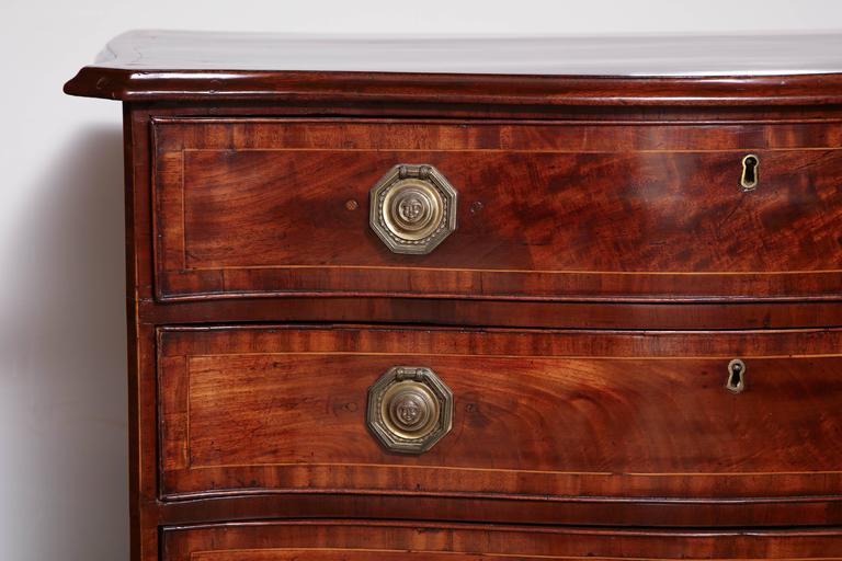 18th Century and Earlier English George III Mahogany Serpentine Chest of Drawers For Sale