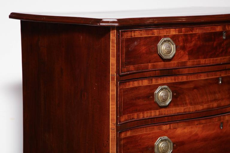 English George III Mahogany Serpentine Chest of Drawers For Sale 1
