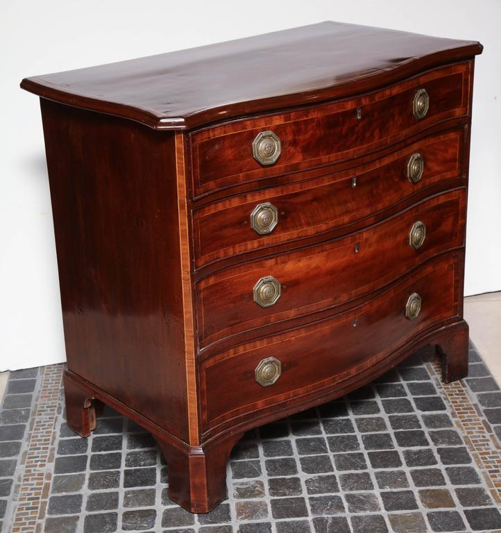 English George III Mahogany Serpentine Chest of Drawers For Sale 2
