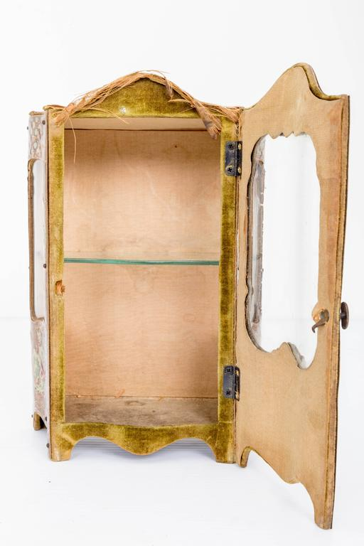 Late 18th Century Miniature Curio Cabinet In Good Condition For Sale In Southampton, NY