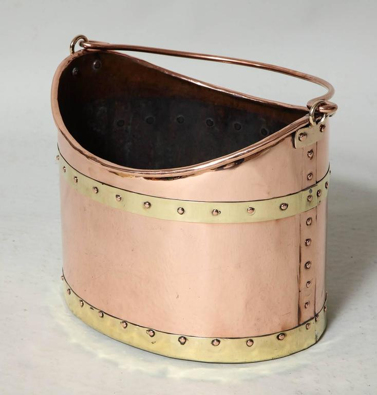Unusual Boat Shaped Copper Bucket In Excellent Condition For Sale In New York, NY