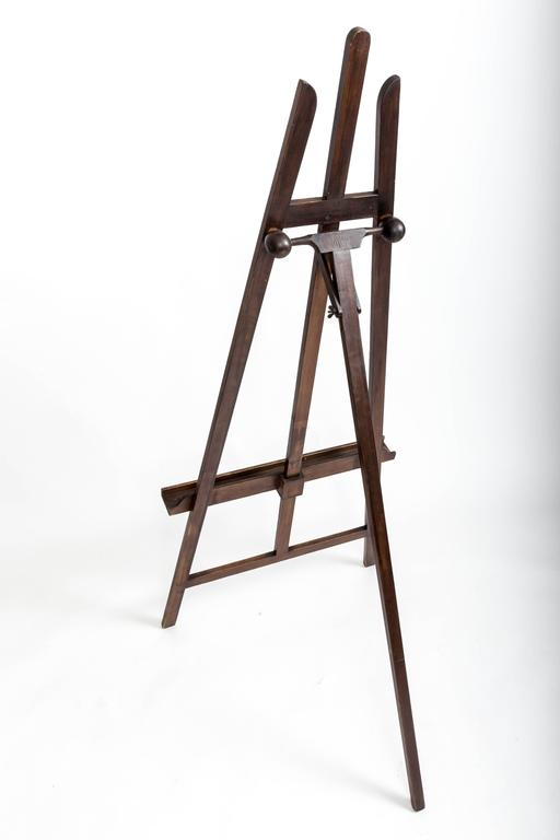 Adjustable racket picture easel.