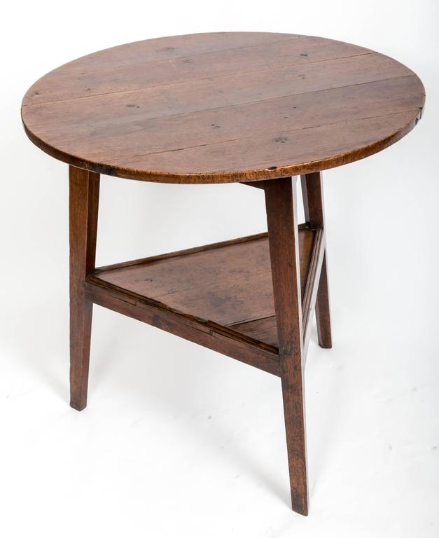 Early 18th Century Oak Cricket Table. England, circa, 1800 In Good Condition For Sale In East Hampton, NY