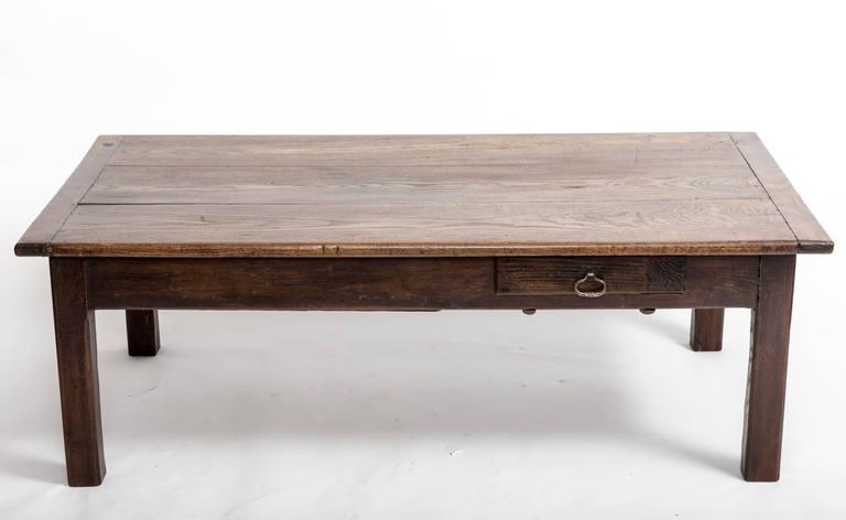 Early 19th Century Chestnut Coffee Table, France, circa 1840 In Good Condition For Sale In East Hampton, NY