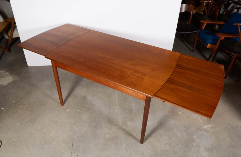 Expandable Rectangular Dining Table 9