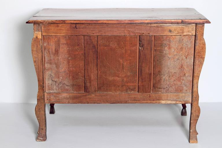Louis XV Period Walnut Chest In Good Condition For Sale In Dallas, TX