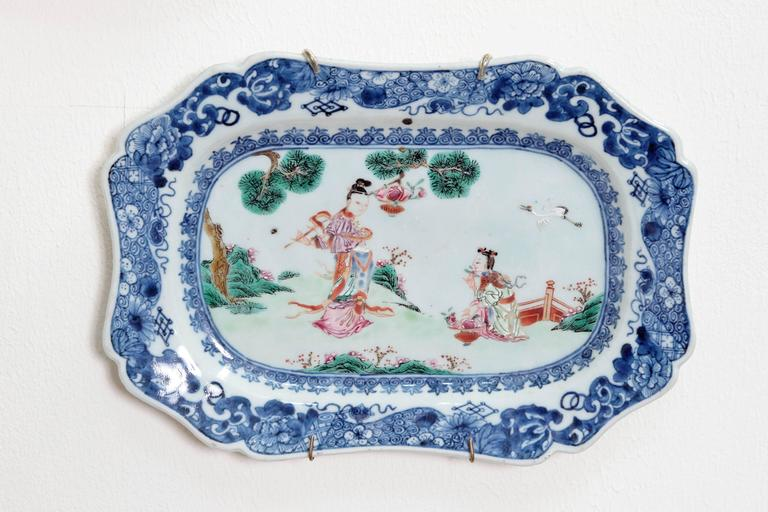Hand-Painted Chinese Export Porcelain Platters For Sale