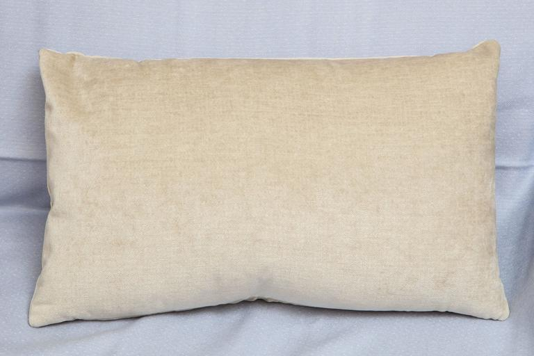 Pair of Scandinavian Modern Style Rectangular Beige Velvet Pillows In New Condition For Sale In New York, NY