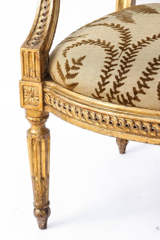 Hand-Carved Pair of 18th Century Italian Carved Giltwood Armchairs For Sale