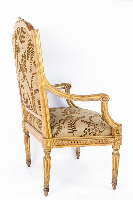 Pair of 18th Century Italian Carved Giltwood Armchairs In Excellent Condition For Sale In Los Angeles, CA