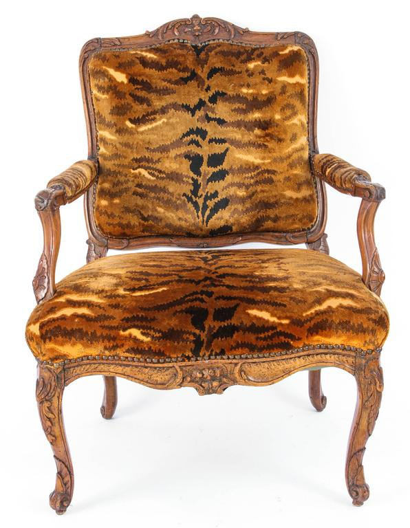 Similar Pair of 18th Century French Regence Walnut Armchairs For Sale 1
