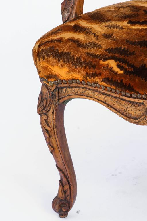 Similar Pair of 18th Century French Regence Walnut Armchairs For Sale 2