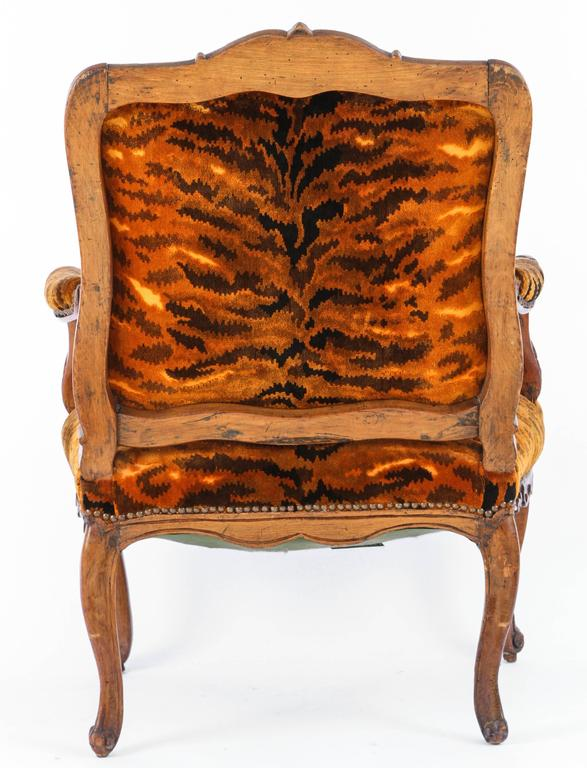Similar Pair of 18th Century French Regence Walnut Armchairs For Sale 5