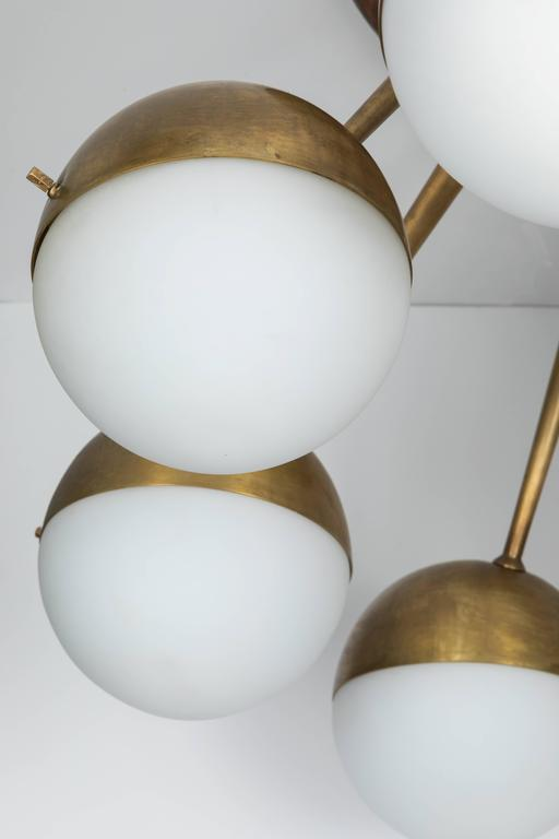 1960s Italian Eight-Arm Brass and Glass Chandelier Attributed to Stilnovo For Sale 2