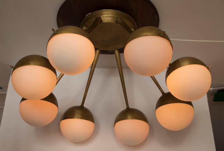 1960s Italian Eight-Arm Brass and Glass Chandelier Attributed to Stilnovo For Sale 4