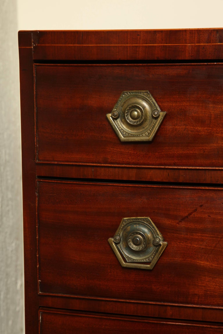 Early 19th Century English Regency Bow Fronted Chest In Excellent Condition For Sale In New York, NY