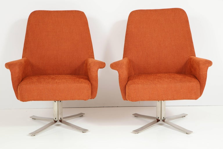 Pair of swivel chairs by Giani Moscatelli for Forma Nova Italy, polished nickel bases, upholstered in cotton fabric. A very comfortable chair.