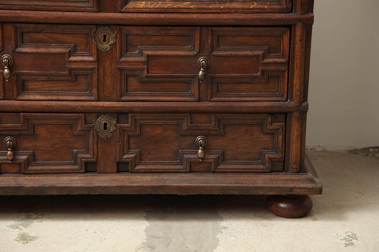 18th Century English Oak Chest In Good Condition For Sale In West Hollywood, CA