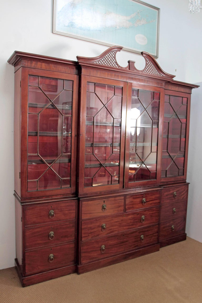English Elegant Period George III Mahogany Breakfront Bookcase / China Cabinet For Sale