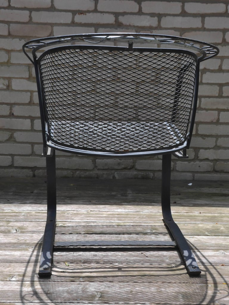 Set of Four Mid-Century Woodard Wrought Iron Barrel Back Patio Dining Chairs In Excellent Condition For Sale In Chicago, IL