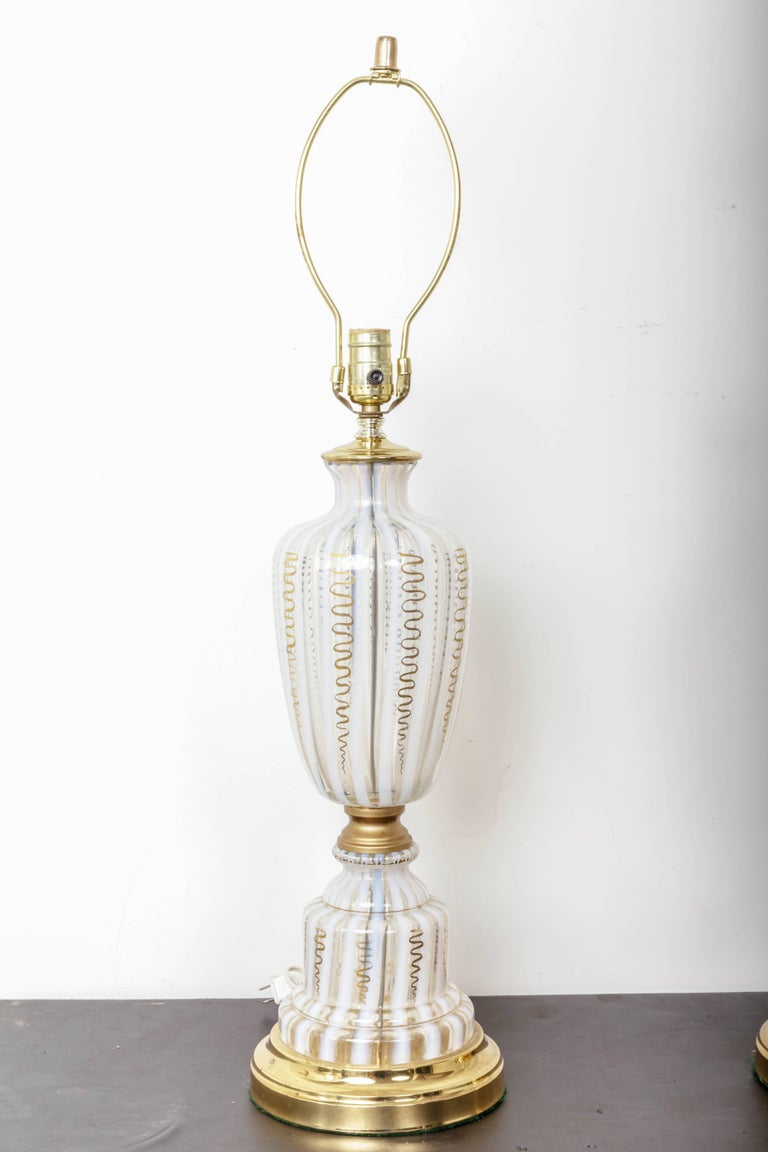 Mid-Century Modern Pair of Vintage Murano Urn Shape White and Clear Glass Lamps with Gold For Sale
