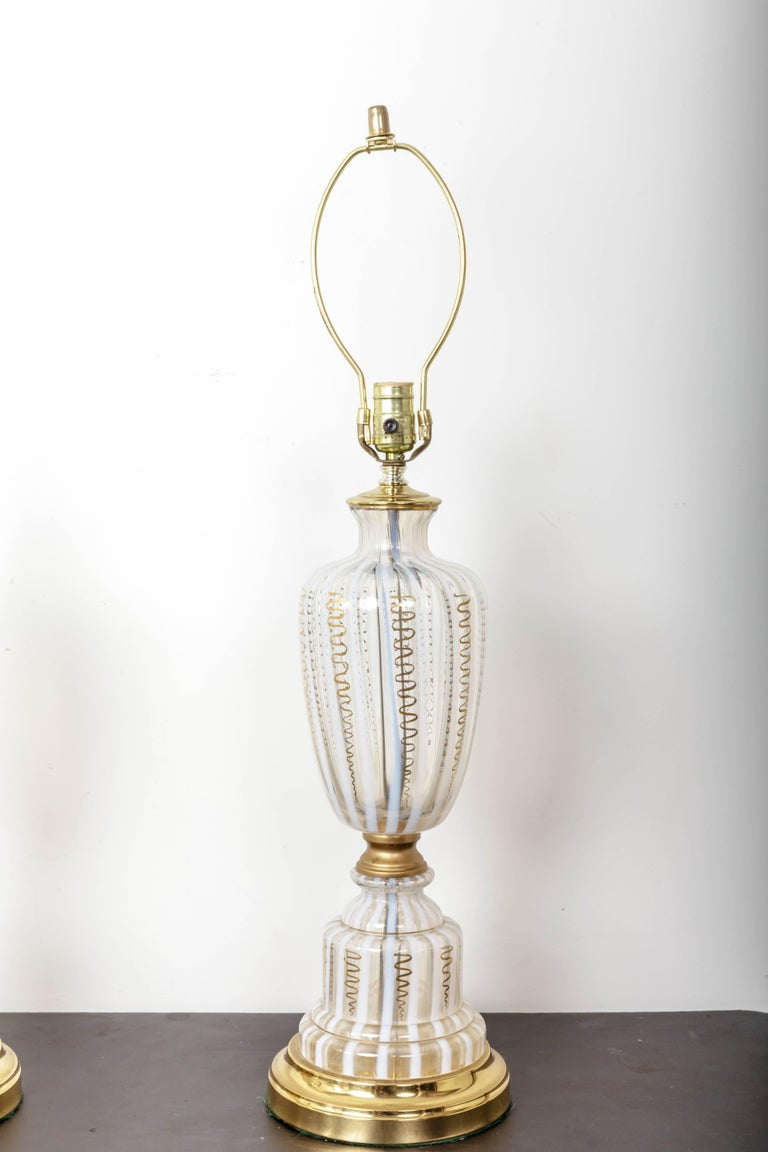 Italian Pair of Vintage Murano Urn Shape White and Clear Glass Lamps with Gold For Sale