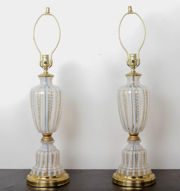 Pair of Vintage Murano Urn Shape White and Clear Glass Lamps with Gold For Sale 1