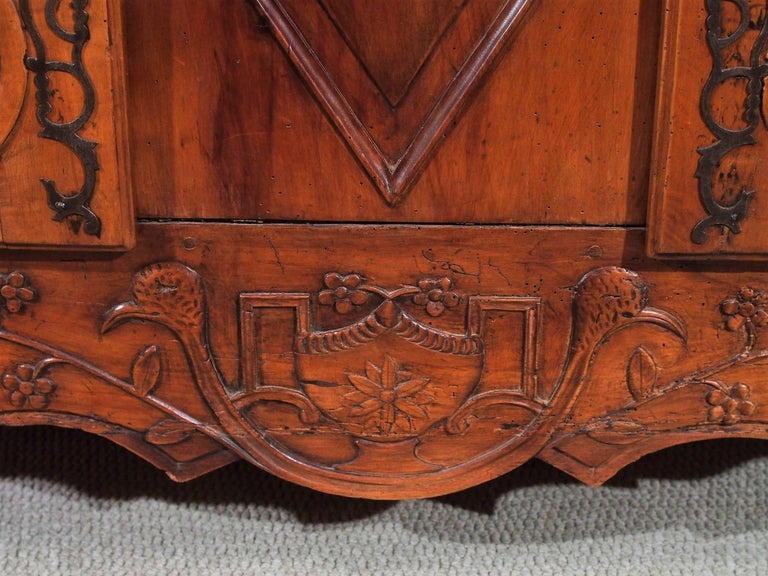 18th Century French Walnut Carved and Inlaid Sideboard, circa 1770 For Sale 1