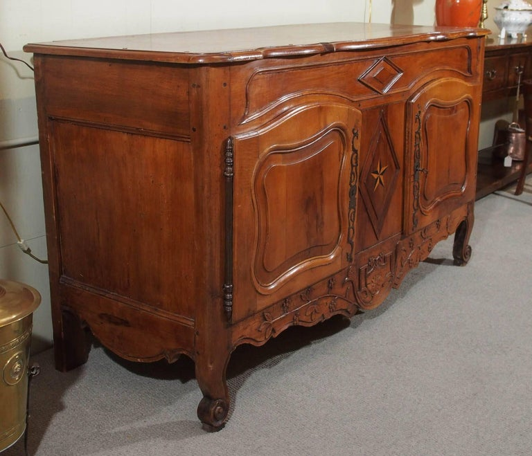 18th Century French Walnut Carved and Inlaid Sideboard, circa 1770 For Sale 3