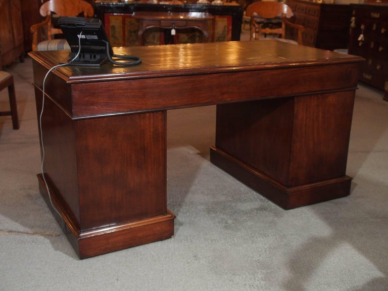 Antique English Mahogany, Leather Top Pedestal Desk, circa 1850 For Sale 3